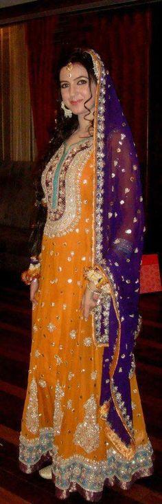 wedding / mehndi dress paksitani Check out more desings at: http://www.mehndiequalshenna.com/