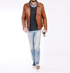 Look sharp yet casual by opting for a tobacco leather biker jacket and light blue jeans. Round off with a pair of navy low top sneakers and the whole outfit will come together really well. Men's Fashion, Best Mens Fashion, Fashion Moda, Mens Light Wash Jeans, Light Blue Jeans, Sharp Dressed Man, Well Dressed Men, Casual Fall Outfits, Men Casual