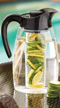 Infuse the flavor of fruit, herbs, or spices into your favorite drinks with this innovative 3-quart beverage system.