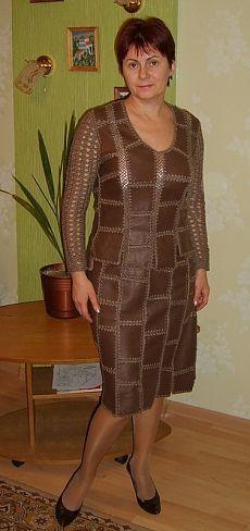 Modelos feitos de couro amarrado com um gancho