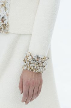 View all the detailed photos of the Chanel haute couture fall 2014 showing at Paris fashion week. Read the article to see the full gallery. Chanel Couture, Haute Couture Fashion, Couture Details, Fashion Details, Fashion Design, Coco Chanel, Chanel Paris, Chanel Jacket, Lesage