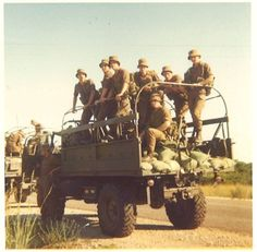 Unimog with sandbags for protection against landmines. Before the Buffels were brought into service Once Were Warriors, Army Day, Nostalgic Images, Defence Force, Photo Essay, Sailors, Soldiers, Art Reference, South Africa