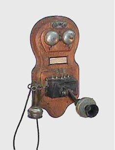 Antique wall phone … Vintage Decor, Vintage Items, Antique Phone, Retro Phone, Old Technology, Call Me Maybe, Vintage Phones, Old Phone, Making Faces