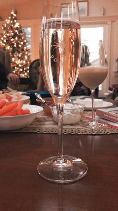 Wine Glass Crafts, Wine Bottle Crafts, Wine Jokes, Electric Juicer, Wine Folly, Wine Barrel Furniture, Wine Guide, Healthy Groceries, Woman Wine