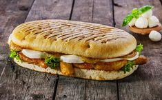 Panini au poulet et mozzarella - food - Panini Sandwiches, Grilled Sandwich, Healthy Sandwiches, Delicious Sandwiches, Asian Chicken Recipes, Mozzarella Chicken, Cooking Recipes, Healthy Recipes, Pesto Recipe
