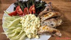 """Vajíčkový salát: """"Vajíčkový salát je vhodný na vydatnou snídani. Chutná dobře vychlazený doplněný o čerstvou zeleninu a pečivo."""" Krabi, Meat, Chicken, Food, Meals, Yemek, Buffalo Chicken, Eten, Rooster"""