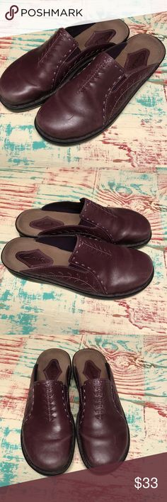 Ladies Clarks Mules Sandals Dark Plum 9 Ladies Clarks Mule Sandals Dark Plum Leather Sandals Size 9 Minimally worn, ready to enjoy Ready to enjoy this upcoming spring and summer season.  Check out my closet for other Born and Clark shoes to bundle Clarks Shoes Sandals