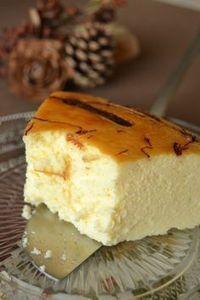 Receta de TARTA DE QUESO tradicional con un toque de chocolate, sin base de galletas ni baño María, nada más que mezclar y hornear. Cheesecake
