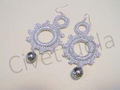 Orecchini crochet in cotone lurex e perlina argento