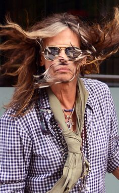 With the (strong) wind in his hair, Steven Tyler trekked around the Big Apple sporting gold aviators with an exaggerated brow bar!
