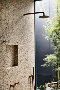 Oak Tree House by Kennedy Nolan won the Residential Award at 2019 Australia Interior Design Awards Tree House Interior, Patio Interior, Kennedy Nolan, Small Swimming Pools, Interior Design Awards, Suites, Oak Tree, Victorian Homes, Bathroom Inspiration