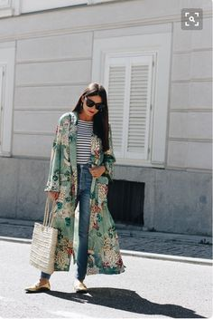 Pinterest : @karengm2 SUCH A GORGEOUS OUTFIT!! - LOVE THE KIMONO OVER HER JEANS, AS IT LOOK AWESOME & MAKES HER OUTFIT GO FROM ORDINARY, TO EXTRAORDINARY!!