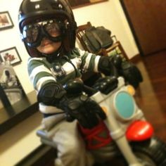 Little Cafè Racer, going the right way....