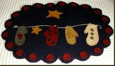 Mittens Penny Rug E Pattern Penny Rug Patterns, Wool Applique Patterns, Felt Applique, Print Patterns, Felted Wool Crafts, Felt Crafts, Fabric Crafts, Sewing Crafts, Sewing Ideas