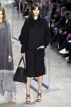 See the complete Akris Fall 2017 Ready-to-Wear collection.