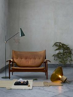 48 Adorable Industrial Floor Lamp Ideas for Living Room - About-Ruth Diy Floor Lamp, Tall Floor Lamps, Unique Floor Lamps, Industrial Floor Lamps, Floor Standing Lamps, Contemporary Floor Lamps, Black Floor Lamp, Industrial Style, Industrial Bedroom