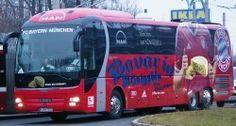 Der neue Mannschaftsbus des FC Bayern München mit Hauptsponsor Bavaria Königsblu.
