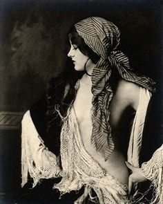 Amazing shot of a gypsy in 1930. I love wearing clothes like this. Bet I could recreate this shot...