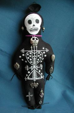 Regrettably these dolls have a negative image because all of the hollywood films but they are really used for healing or attracting something, all positive things! Creepy Toys, Weird Toys, Tattoo Voodoo, Wiccan, Witchcraft, Voodoo Hoodoo, Voodoo Priestess, Baron Samedi, Tarot