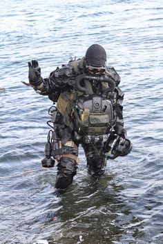 special boat service in scuba gear Military Memes, Military Gear, Military Police, Military Weapons, Military Equipment, Military Soldier, Navy Military, Military Spouse, Special Forces Gear