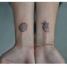 Bild om hjärta i Tatuagem / Tatto av Anna Clara Santos Fraccaro Tiny Tattoos For Girls, Little Tattoos, Mini Tattoos, Body Art Tattoos, Small Tattoos, Sleeve Tattoos, Tattoos For Women, Tatoos, Herz Tattoo Klein