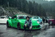 Akira Nakai San & RWB Porsche 993 a 911 with a Japanese Suit Porsche Carrera Gt, Porsche 993, Porsche Cars, Hey Porsche, My Dream Car, Dream Cars, Supercars, Cadillac, Ferrari 458