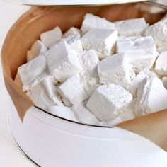 Please please pleeeease don't laugh at me, but it took me 12 trials to finally perfect these Healthy Homemade Sugar Free Marshmallows (!) After trial 3 I wanted to rip my hair out but I kept on. Sugar Free Candy, Sugar Free Sweets, Sugar Free Recipes, Diabetic Desserts, Healthy Desserts, Dessert Recipes, Tasty Snacks, Healthy Recipes, Fudge Recipes