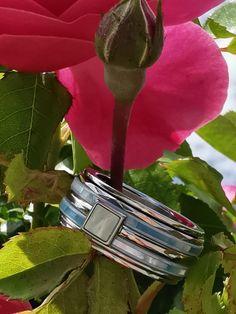 iXXXi Jewelry ist ein hochwertig, trendiges Wechselring-Schmucksystem aus Edelstahl. Es besteht aus einem Basisring mit Zierringen, Armbändern, Fussketten, Halsketten, Ohrringen und Sonnenbrillen, die in vielen Farben zusammengesetzt und kombiniert werden können. Da es eine Männer und eine Frauen-Kollektion gibt, ist es ein perfektes Geschenk, das jederzeit durch einen Zierring erweitert und verändert werden kann. Shopping, Beauty, Sunglasses, Stainless Steel, Armband, Gifts, Schmuck, Cosmetology