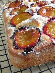 Polish Desserts, Polish Recipes, Cookie Desserts, Plum Recipes, Cake Recipes, First Communion Cakes, Serbian Recipes, Sandwich Cake, Plum Cake
