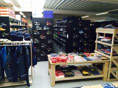 Neu eingerichteter Shop für Workwear, Sicherheitsschuhe und Werkzeug in Rheda Wiedenbrück. www.strohmeiergmbh.de