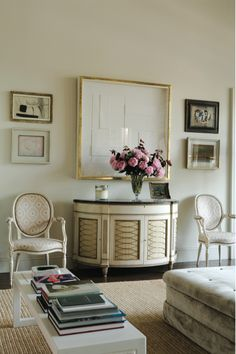 source Veere Grenney has been involved in the International interior design industry for over 30 years. My Living Room, Living Spaces, Tables Tableaux, Rainbow Room, London Apartment, Palette, Interior Exterior, Apartment Design, Interiores Design
