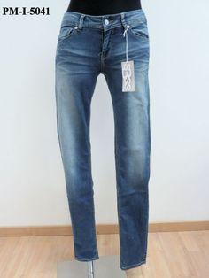 Jeans cucitura laterale spostata sul davanti