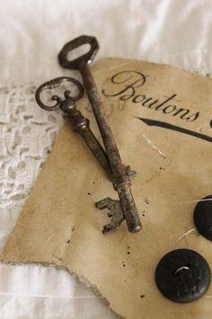 idémakeriet: For Sale or Trade . 2 Old Keys Love Vintage, Vintage Keys, Vintage Crafts, Chic Antique, Antique Keys, Under Lock And Key, Key Lock, Door Knobs And Knockers, Old Keys