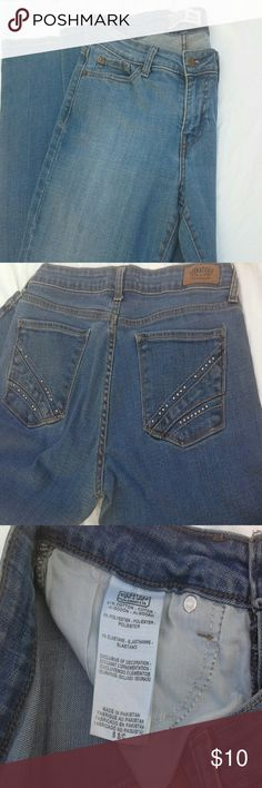 Levi Stauss Signature Jeans Size 8 These jeans feel great, the 1% elastane makes all the difference in the world!  Size 8 S/C Levi's Jeans Boot Cut