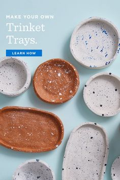 Free instructions for making DIY clay bowls and decorating with spatter-paint technique. Easy to make multiples and keep on hand for gifts. Polymer Clay Crafts, Diy Clay, Diy With Clay, Diy Jewlry, Oven Bake Clay, Clay Plates, How To Make Clay, Baking Clay, Clay Bowl