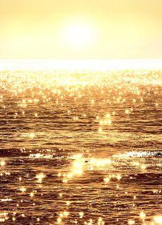 Beautiful sunset photos, sunrise photography, nature pictures AND inspirational quotes! Beautiful World, Beautiful Places, Beautiful Sunset, Gold Aesthetic, Apollo Aesthetic, Angel Aesthetic, All Nature, Amazing Nature, Jolie Photo