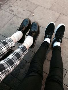 Shared by ᴮᴮ❣. Find images and videos about fashion, black and grunge on We Heart It - the app to get lost in what you love. Grunge Fashion, Love Fashion, Fashion Design, Fashion Black, Soft Grunge, Dr. Martens, Sock Shoes, Shoe Boots, Pale Tumblr