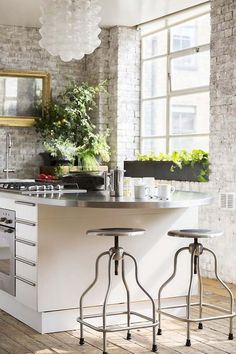 32 Dining Place Decor To Not Miss Today - Interior Design Brick Wall Kitchen, Interior Design Boards, Kitchen Trends, Open Plan Living, Traditional Decor, Eclectic Decor, Home Decor Trends, Contemporary Decor, Beautiful Kitchens