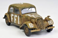 Citroen 11CV Tracction Free French by Brett Green (Tamiya 1/35)