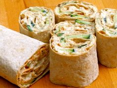Chicken and Egg Protein Wrap. This wrap can help you stay energized. Food Porn, Tasty, Yummy Food, Cooking Recipes, Healthy Recipes, Healthy Food, Lunch To Go, Comfort Food, Quick Easy Meals