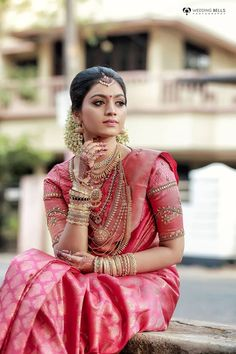 Real Brides Style-Get Inspired From Real Bride s Shot by bells photography Kerala Hindu Bride, Kerala Wedding Saree, Bridal Sarees South Indian, Indian Wedding Bride, Bridal Silk Saree, Indian Bridal Outfits, Indian Bridal Fashion, Indian Bridal Wear, South Indian Bride