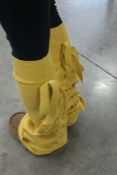 Repurposed sweatshirt ... into LEGWARMERS! awesome