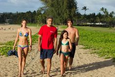 Picture: 'The Descendants' movie scene with Shailene Woodley, George Clooney, Amara Miller and Nick Krause. Pic is in a photo gallery for Nick Krause featuring 19 pictures. Shailene Woodley, George Clooney, King George, The Descendants Movie, Hollywood Movie Film, Matt King, Alex King, Daughters Boyfriend, Travel Movies