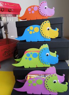 Dinosaur Birthday Party Favor (cover over Animal Crackers box)