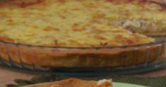 Μια τάρτα με ωραία εύθρυπτη ζύμη μπριζέ και πεντανόστιμη γέμιση μπορεί άνετα να πλαισιώσει το γιορτινό τραπέζι, να νοστιμ... Bacon, Bread, Desserts, Food, Pies, Tailgate Desserts, Deserts, Brot, Essen