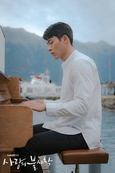 Crash Landing on You (사랑의 불시착) - Drama - Picture Gallery Hyun Bin, Asian Actors, Korean Actors, Park Bo Gum, Jung Hyun, Korean Drama Movies, Korean Dramas, Kdrama Actors, Big Bang Top