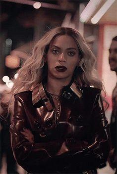 #wattpad #fanfiction ᎢᎾᏩᎬᎢᎻᎬᎡ, ᴛʜᴇsᴇ ᴛᴡᴏ ᴀʀᴇ ᴀ FᎾᎡᏟᎬ ᴛᴏ ʙᴇ ʀᴇᴄᴋᴏɴ ᴡɪᴛʜ! ᏩᏆᏚᎬᏞᏞᎬ, ᴛʜᴇ ғɪᴇʀᴄᴇ ᴀɴᴅ ғᴏʀᴅɪᴍᴀʙʟᴇ ᴡᴏᴍᴀɴ ᴛʜᴀᴛ ᴡɪʟʟ ᴅᴏ ᴀɴʏᴛʜɪɴɢ ᴛᴏ ᏢᎡᎾᎢᎬᏟᎢ ʜᴇʀ ʙᴏʏғʀɪᴇɴᴅ, ʜᴀs ᴀ ᴇᴀʀᴛʜ sʜᴀᴛᴛᴇʀɪɴɢ ᏚᎬᏟᎡᎬᎢ. ᎬᎡᏆK ɪs ᴋɴᴏᴡɴ ᴛᴏ ʙᴇ ʜᴇᴀʀᴛʟᴇss ᴀɴᴅ ᴄᴏʟᴅ ʙᴜᴛ, ʙᴇʟɪᴇᴠᴇ ɪᴛ ᴏʀ ɴᴏᴛ, ʜᴀs ᴀ ᏟᎡᎪᏃY sᴏғᴛ sᴘᴏᴛ ғᴏʀ ɢɪsᴇʟʟᴇ. sʜᴇ ɪs ᴛʜᴇ ᏴᎬYᎾNᏟÈ ᴛᴏ ʜɪs ᴊᴀʏ... Beyonce Twin, Beyonce Style, Beyonce Knowles Carter, Beyonce And Jay Z, Beyonce Coachella, Queen Of Everything, Queen B, Celebs, Celebrities