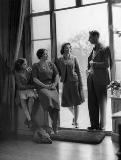 King George VI and his wife, the Queen Consort Elizabeth, with their children, Princesses Elizabeth and Margaret at the Royal Lodge, Windsor. (Photo by Lisa Sheridan/Studio Lisa/Getty Images). King George, Roi George, English Royal Family, British Royal Families, Prinz Philip, Duchess Of York, Duchess Kate, Royal Queen, Royal Families