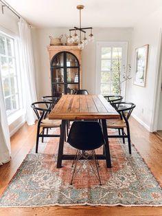 Rustic Scandinavian Dining Room design ideas with Black MidMod Chairs via rebeccaandgenevieve Casa Milano, Serene Bedroom, Dining Room Inspiration, Furniture Inspiration, Home Trends, Dining Room Design, Style At Home, Home Remodeling, Home Furniture