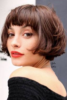66 Chic Short Bob Hairstyles & Haircuts for Women in 2019 - Hairstyles Trends Choppy Bob With Bangs, Short Bobs With Bangs, Bob Hairstyles With Bangs, Bob Haircut With Bangs, Short Layered Haircuts, Short Hair With Layers, Layered Hairstyles, Short Bob With Fringe, French Hairstyles